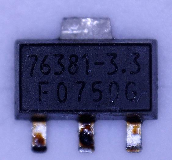 IC502 (76381), на фото слева направо 1 нога +3,3В; 2 нога (радиатор) +5В; 3 нога - земля